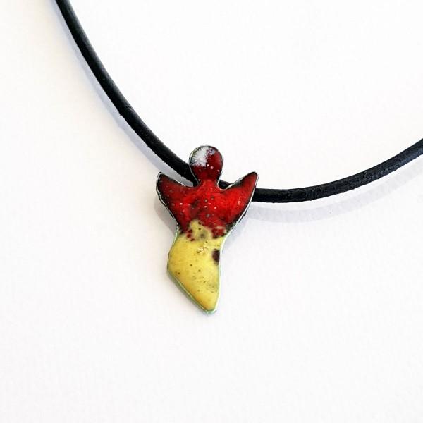 halskette für kinder mit schutzengel rot gelb 600x600 - Halskette mit Schutzengel in Rot-Gelb