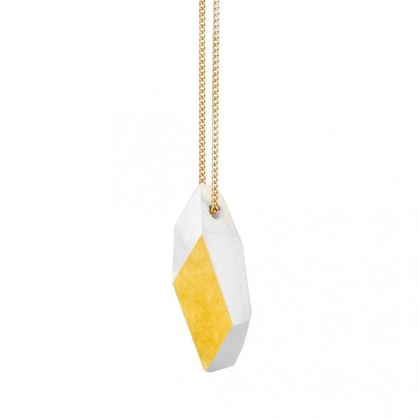 "kette lang ambivalenz marmor gold 6 600x600 - Kette lang ""Ambivalenz"" Marmor-Gold"