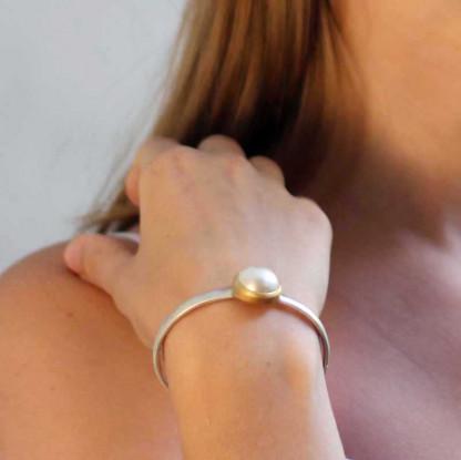 kreativer schmuck armspange mabee perle 1 416x415 - Armspange Mabee Perle