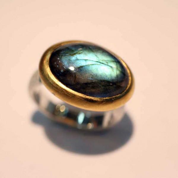 kreativer schmuck ring goldschmied r andi labradorit 1 600x599 - Ring R Andi Labradorit