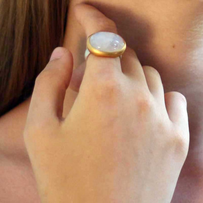 kreativer schmuck ring goldschmied r andi mondstein oval gross 1 416x415 - Ring R Andi Mondstein oval gross