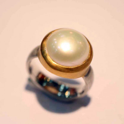 kreativer schmuck ring goldschmied r andi perle 3 416x415 - Ring R Andi Perle