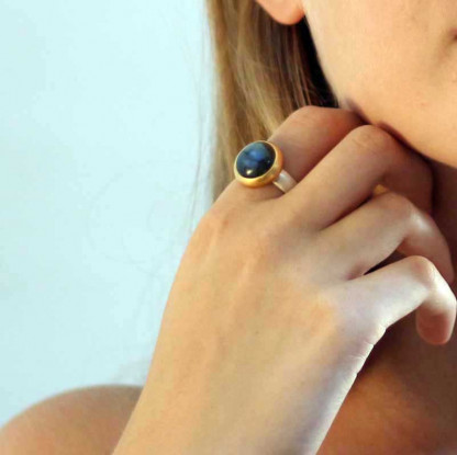 kreativer schmuck ring goldschmied r klara labradorit rund 1 416x415 - Ring R Klara Labradorit rund