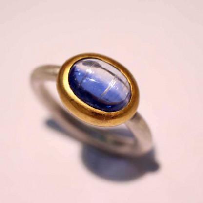 kreativer schmuck ring goldschmied r mox kyanit oval 416x415 - Ring R Mox Kyanit oval