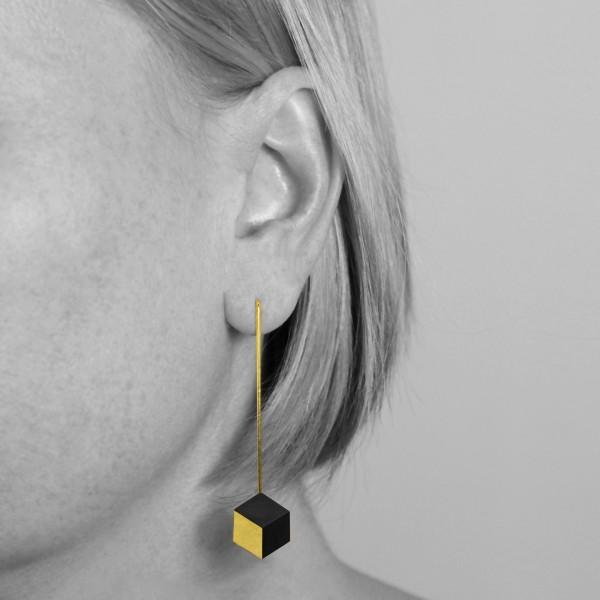 """ohrhaenger ambivalenz schwarz gold 9 600x600 - Ohrhänger """"Ambivalenz"""" Schwarz-Gold"""