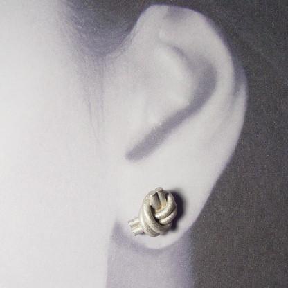 ohrstecker knoten doppelrund silber rhodiniert 2 416x416 - OHRKNOTEN doppelrund