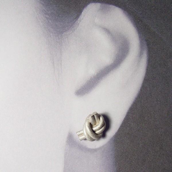 ohrstecker knoten doppelrund silber rhodiniert 2 600x600 - OHRKNOTEN doppelrund