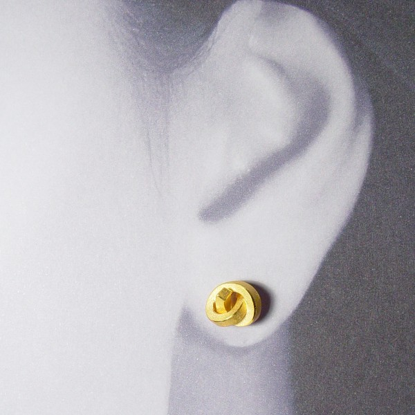 ohrstecker knoten kantig klein gold 2 600x600 - OHRKNOTEN kantig klein