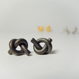 ohrstecker knoten rund klein dunkel rhodiniert 1 324x324 - OHRKNOTEN rund klein