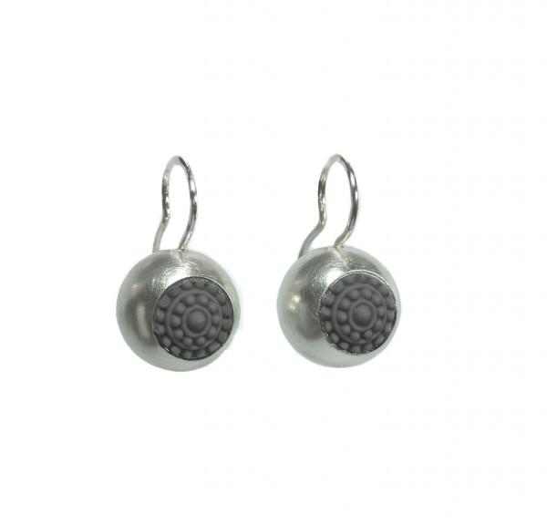 """raffinierte ohrringe aus silber dots grau hängend 600x576 - Silber-Ohrhänger """"dots"""" (Farbauswahl)"""
