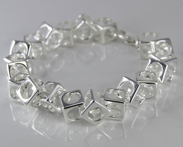 schmuck kaufen Armband Würfel 1001 139 liegend 600x480 - Design-Armband Würfel