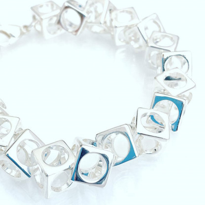 schmuck kaufen Armband Würfel 1001 139 weißer Grund 416x416 - Design-Armband Würfel