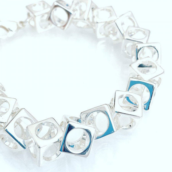 schmuck kaufen Armband Würfel 1001 139 weißer Grund 600x600 - Design-Armband Würfel