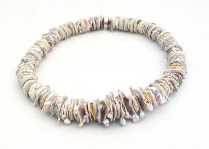 """schmuck kaufen Collier Fluss des Wissens mit Keshi Perlen 416x297 - Collier """"Fluss des Wissens"""" mit Keshi-Perlen"""