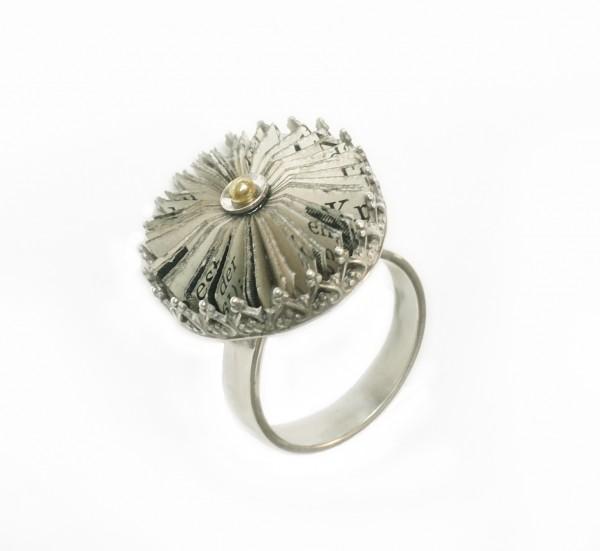 """schmuck kaufen Krönchen Ring Literarische Blüte 600x551 - Krönchen-Ring """"Literarische Blüte"""""""