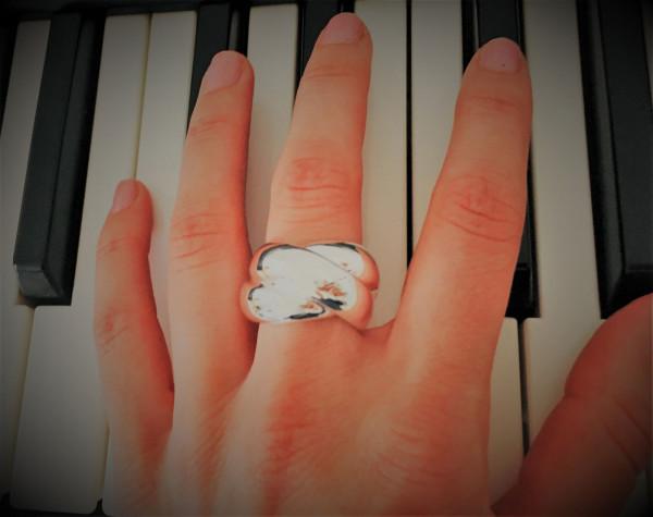 schmuck kaufen Ring Darling 8001 536 am Klavier 600x475 - Ring Darling aus massivem Silber
