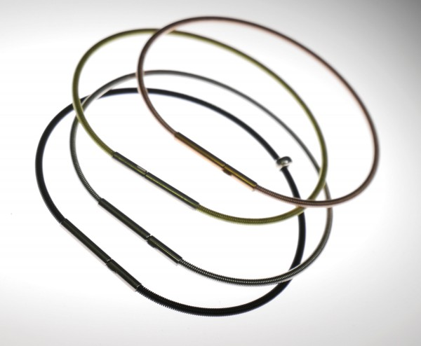 spiralarmreifen aus edelstahl farbvarianten 600x494 - Armreif spirelli